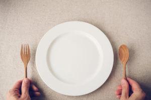 Ein leerer Teller - Fasten und Physiotherapie