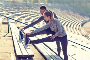 Frau und Mann bei Fitnessübungen in Reutlingen